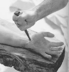 Les mains clouées sur la Croix