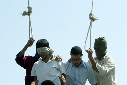 Couple homosexuel condamné à la mort par pendaison en Iran